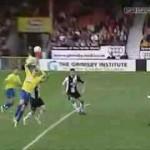 Video những pha cực hài hước trong bóng đá (phần 3)