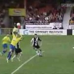 Video những pha cực hài hước trong bóng đá (phần 4)